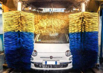 come lavare l'auto all'autolavaggio