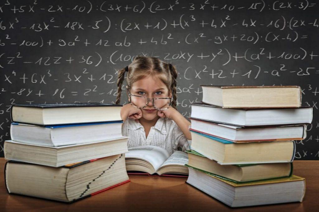 Bambina e libri