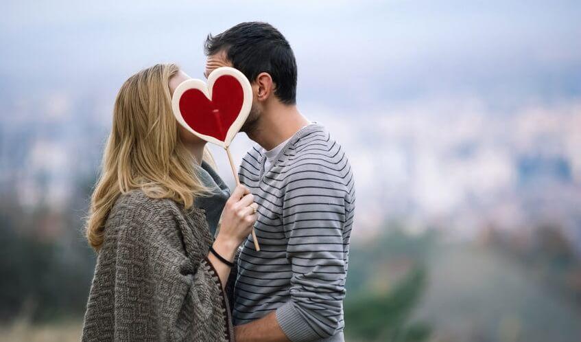 Innamorati con lecca lecca