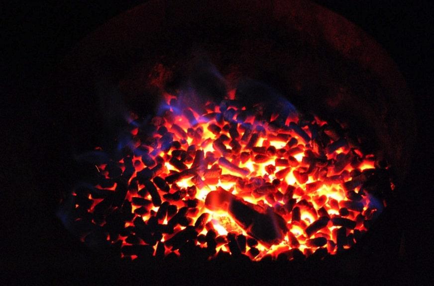 trucioli pellet in fiamme