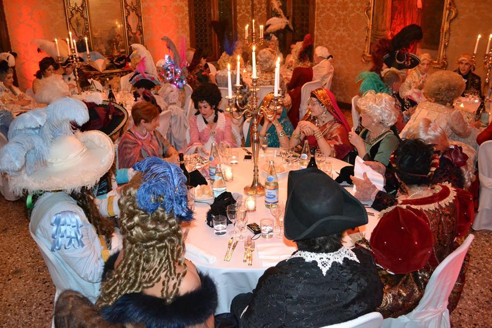Official Carnival Dinner&Ball 2020 in Love costi