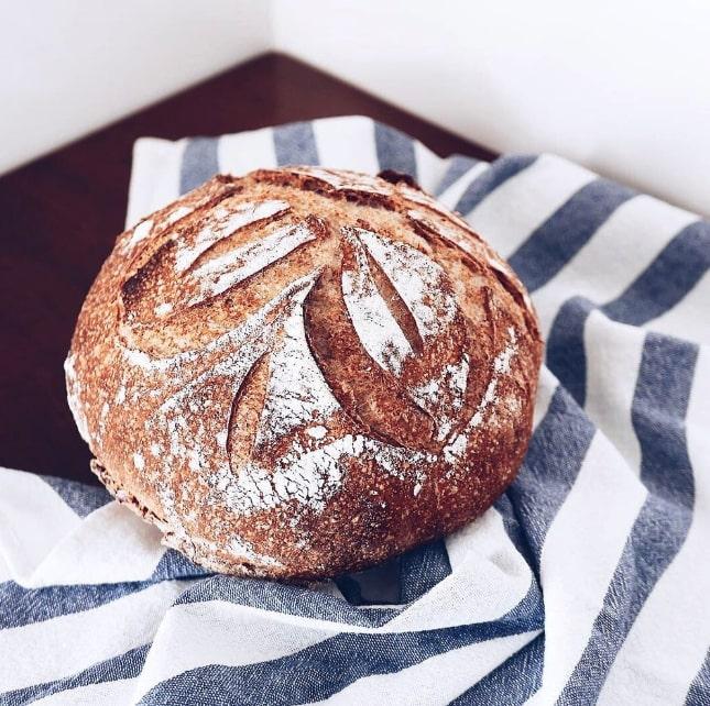 pezzo di pane intero