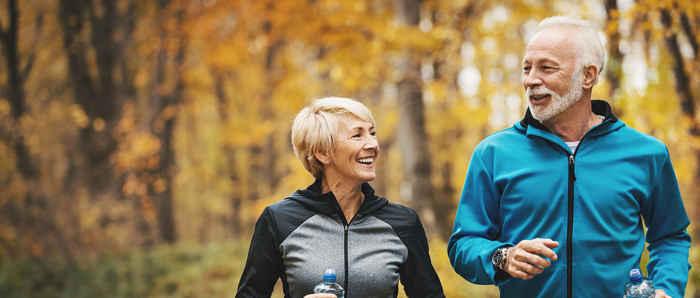 anziani fanno jogging