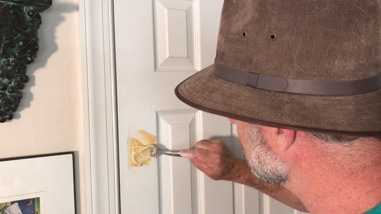come aggiustare un buco nella porta