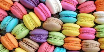 diverse varietà di macarons