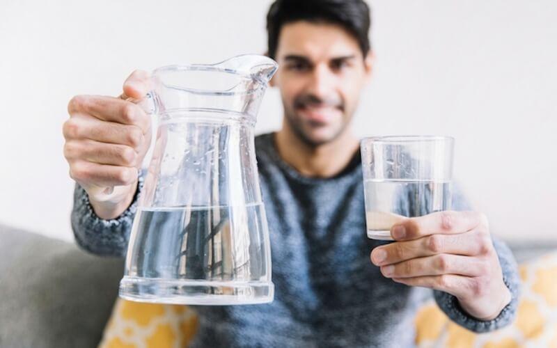 bere tanta acqua fa bene ai muscoli