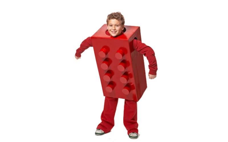 Bambino vestito da LEGO