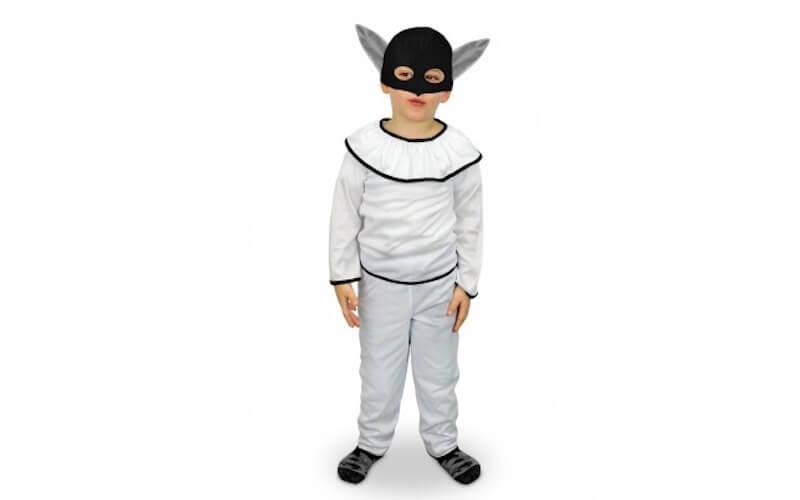 Bambino vestito da Pulcinella