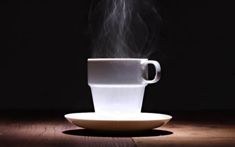 Bere con il caffè
