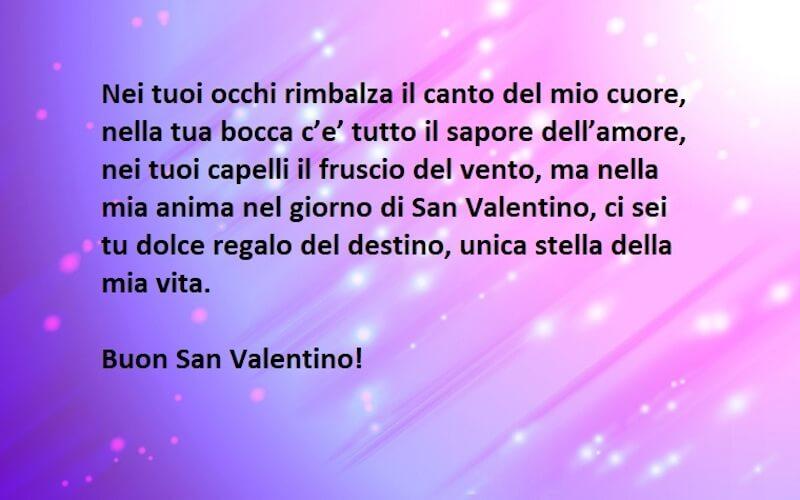 Frase amore sfondo viola e rosa