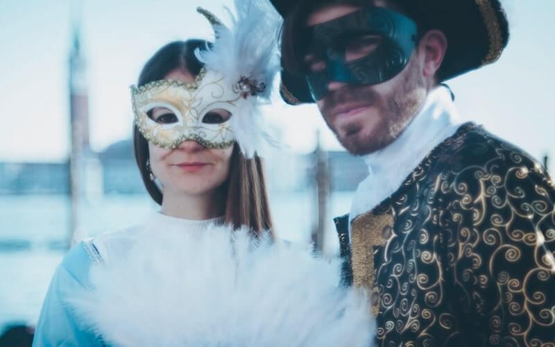 Come decorare maschera veneziana