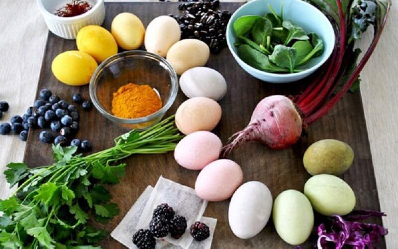 Uova con frutta e verdura