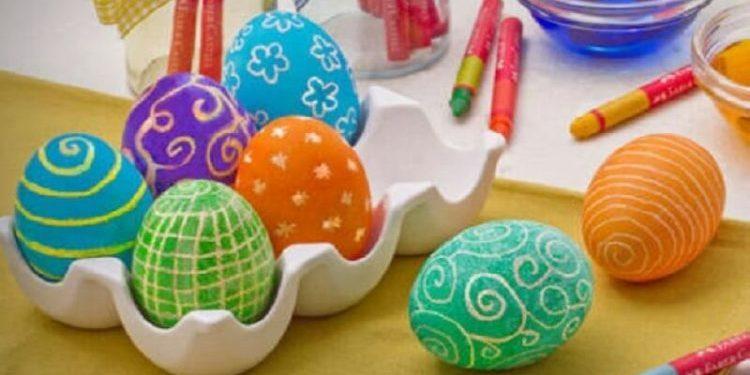 colorare uova sode con pennarelli