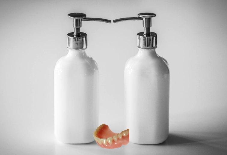 pulire dentiera sapone