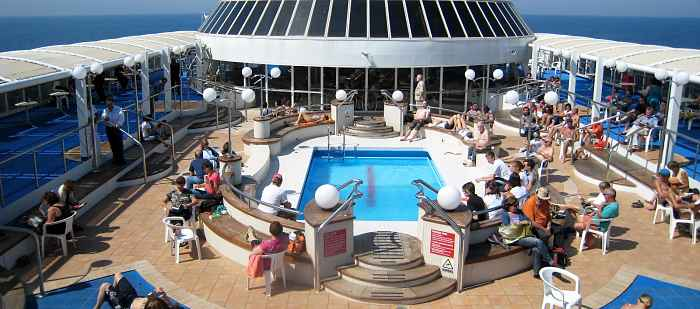 piscina su nave