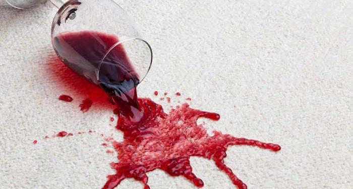 macchia vino tovaglia
