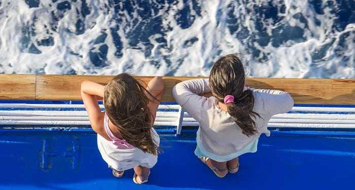 bambini in ponte traghetto