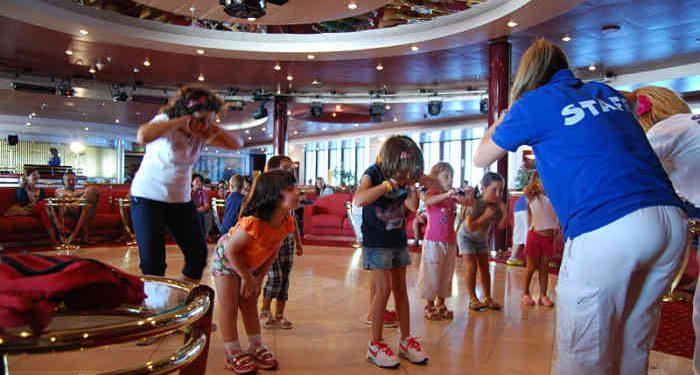 bambini traghetto area giochi